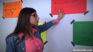 Mia khalifa shows her ally how to engulf rod