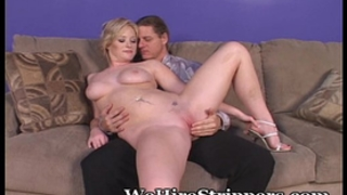 Casting her wet crack for guys to fuck
