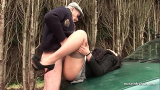 Chubby dark brown butt screwed in threeway with papy voyeur on a car