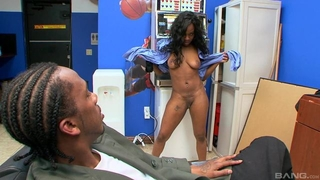 Black hoe rides massive pecker after giving head