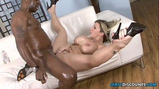 Interracial kewl arse milf squirts on bbc